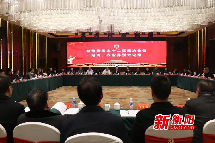 邓群策参加政协衡阳市十二届四次会议分组讨论
