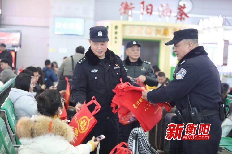 衡阳铁路公安处衡阳东所开展主题党日志愿服务活动