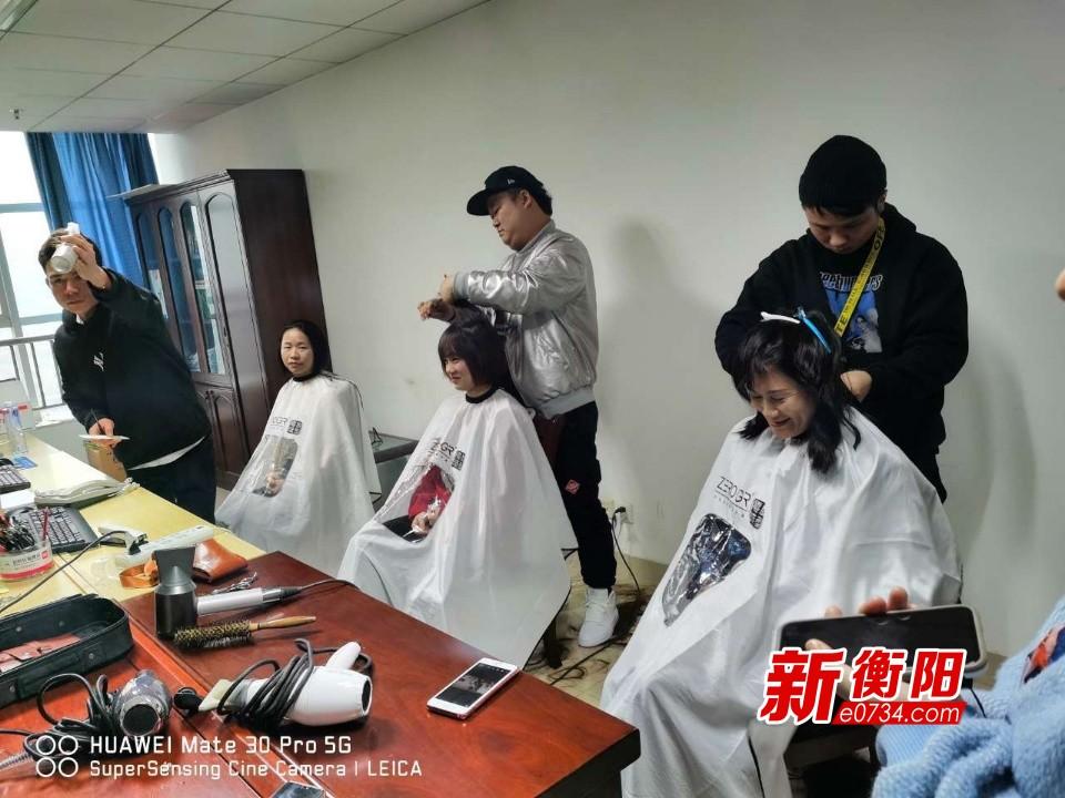 """疫情防控·衡阳在行动:南华附二17位""""白衣天使""""剪发出征"""
