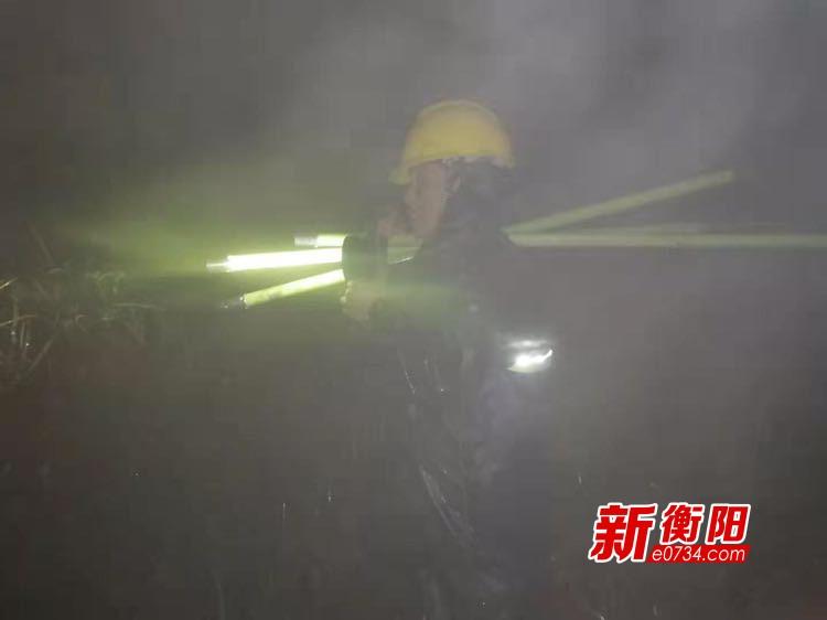"""【新春走基層】電力工人鄧敦球""""冰天雪地迎接新年的曙光"""""""