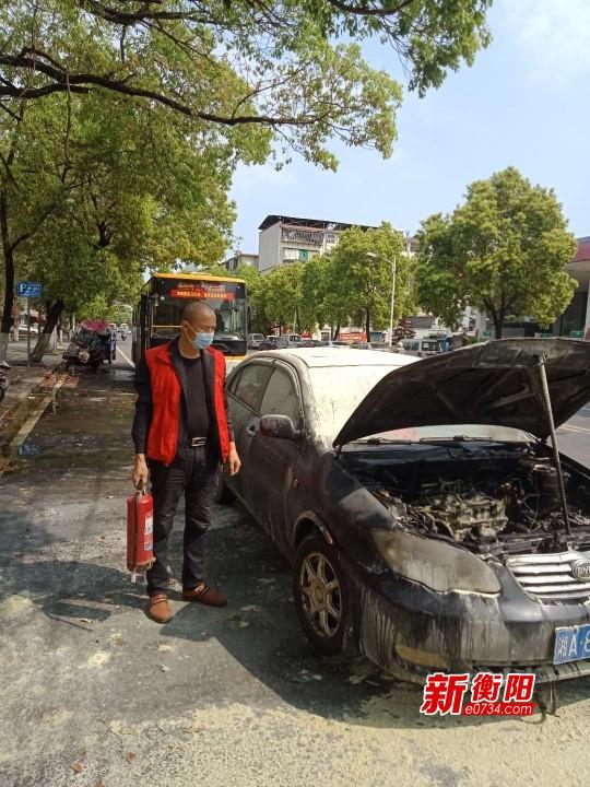 """""""衡陽群眾""""在行動:小車突然起火幸遇熱心公交司機和乘客"""