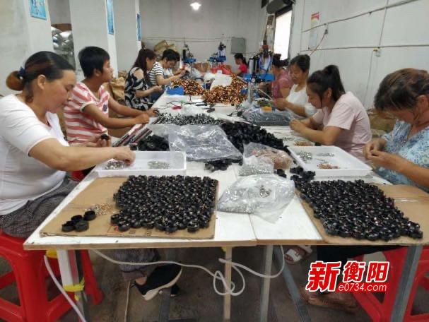 决胜2020: 衡阳县三湖镇扶贫车间助力贫困户脱贫致富