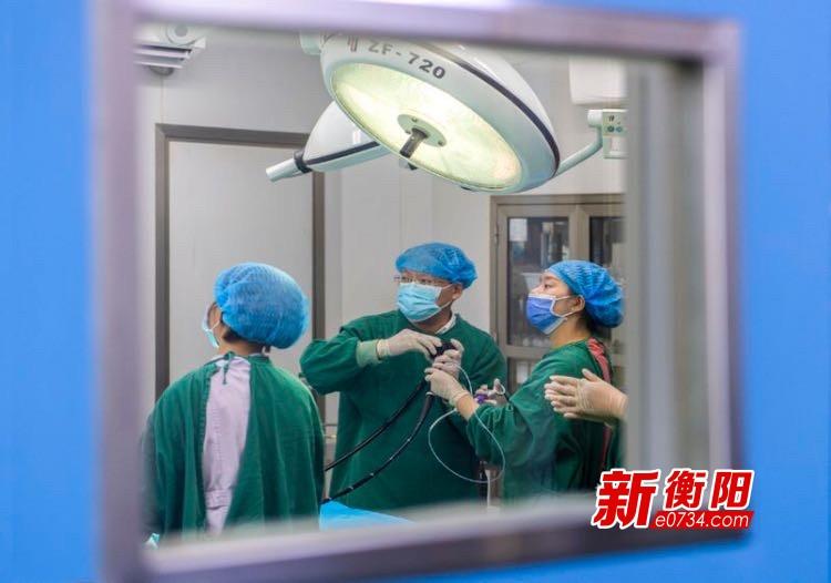 衡陽市首例兒童電子腸鏡下息肉切除術在市婦幼順利實施