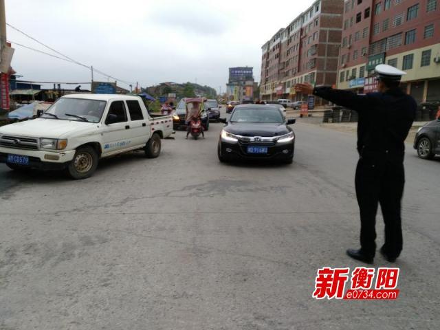 清明小长假 常宁市交警护送10万车辆平安过境