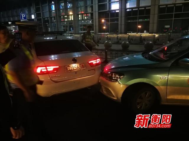 """""""两站一场""""综合整治:违法的士躲执法撞上警车"""