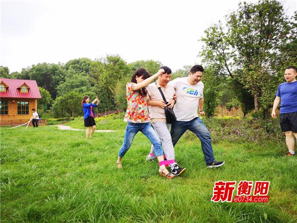 石鼓区潇湘街道主题党日开展趣味运动会活动