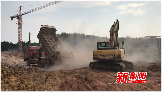雁峰区:运渣土扬尘滚滚  渣土污路不清洗