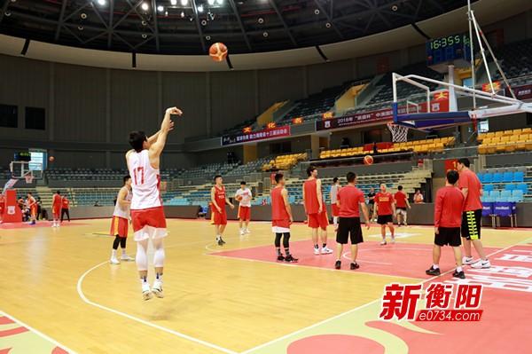中澳男篮对抗赛:双方球队进行封闭训练积极备战
