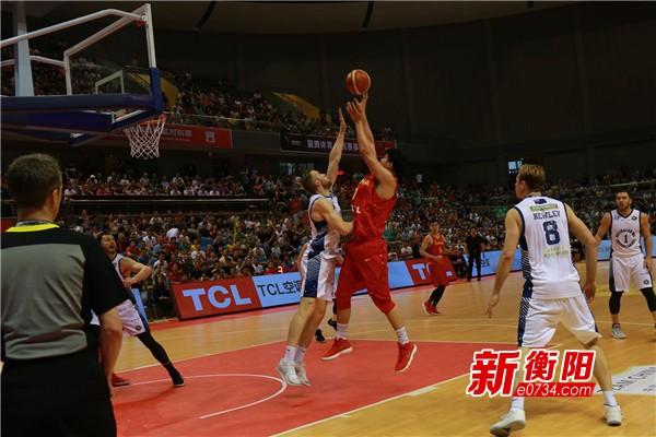 中澳男篮对抗赛第二站:中国男篮3分惜败澳大利亚