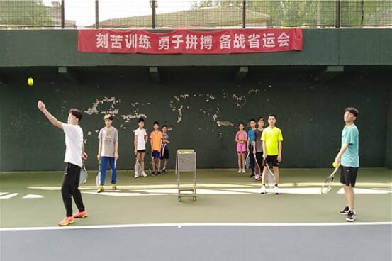 珠晖区实验小学网球基地:发扬党员先锋作用,厉兵秣马,备战省运会