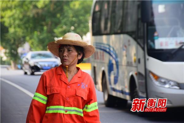 三伏天的晌午⑯天气越恶劣越忙碌的公路养护工