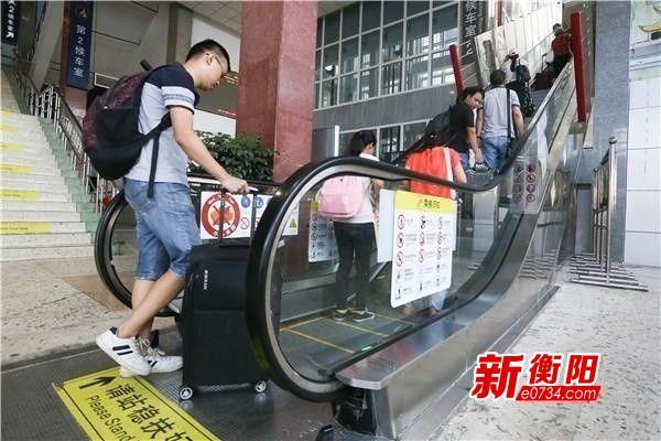 """""""十一黄金周""""火车票销售火热 请市民错峰出行"""