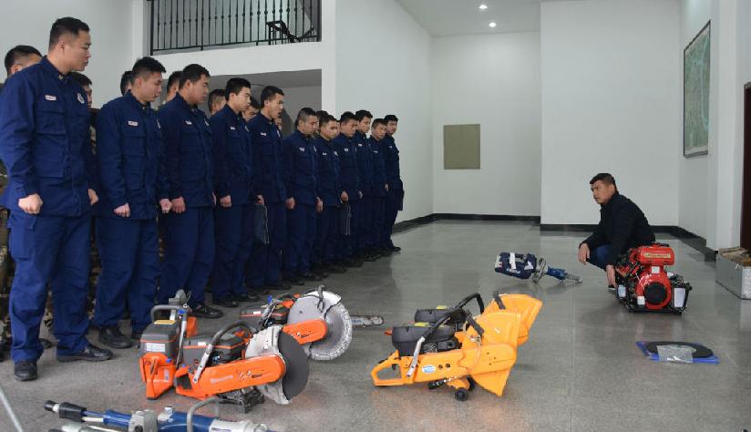 支隊裝備技師培訓班開展破拆工具維護保養與故障排除培訓
