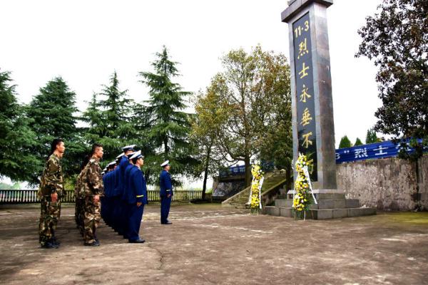 """石鼓大队组织全体指战员祭奠缅怀""""11.3""""消防英烈"""