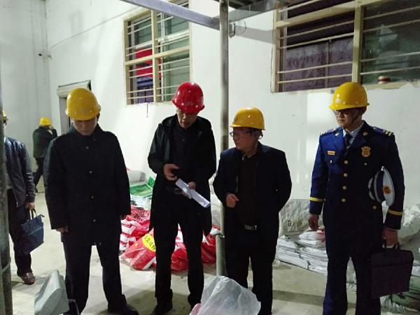 衡东县常务副县长丁秋文带队开展危化品场所安全检查