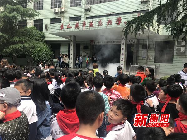 石鼓区开展消防疏散演练 增强学校师生安全意识