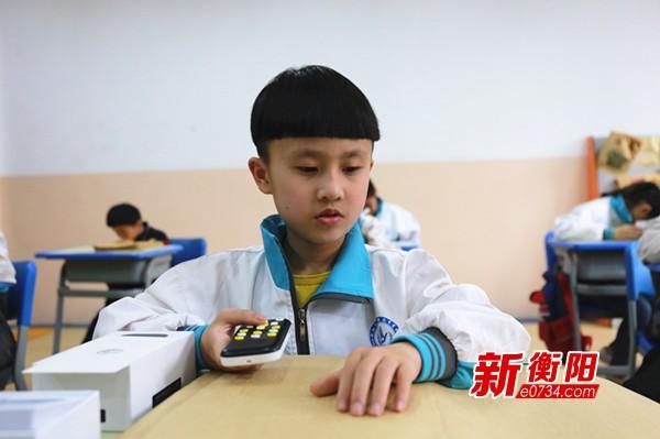 """全国助残日:特殊的礼物圆视障孩童的""""阅读""""梦"""