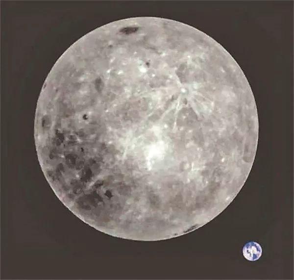 您知道吗?最美月背与地球合影原片是紫色的!