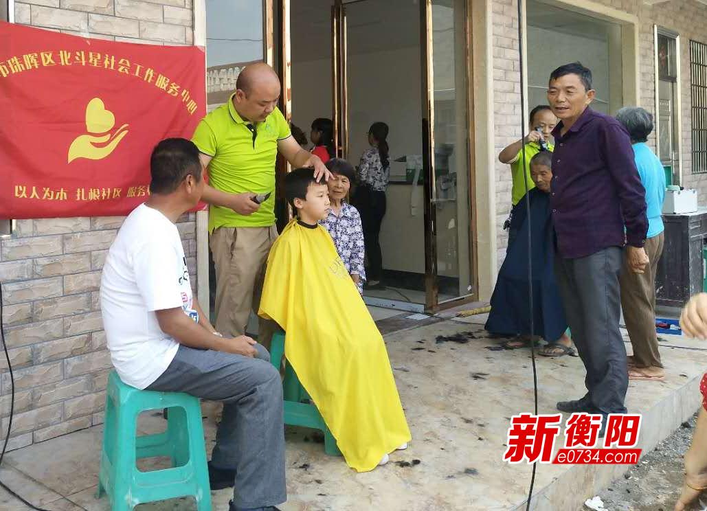 我们的节日·端午节:珠晖区民政局走访慰问贫困户
