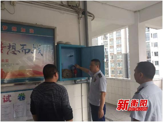 雁峰大隊深入轄區高考考點開展消防安全檢查