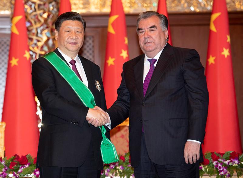 """習近平出席儀式 接受塔吉克斯坦總統授予""""王冠勛章"""""""