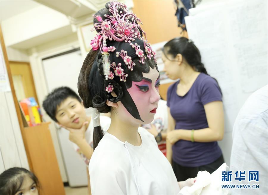 """香港粵劇傳承:小小少年的""""梨園夢"""""""