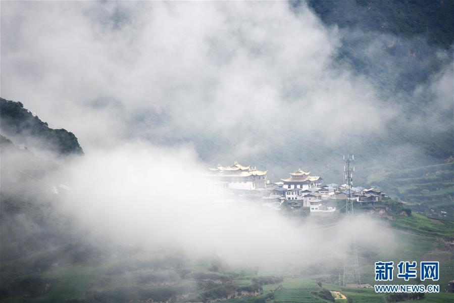 霧中仙境——扎尕那