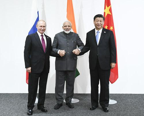 習近平出席中俄印領導人會晤