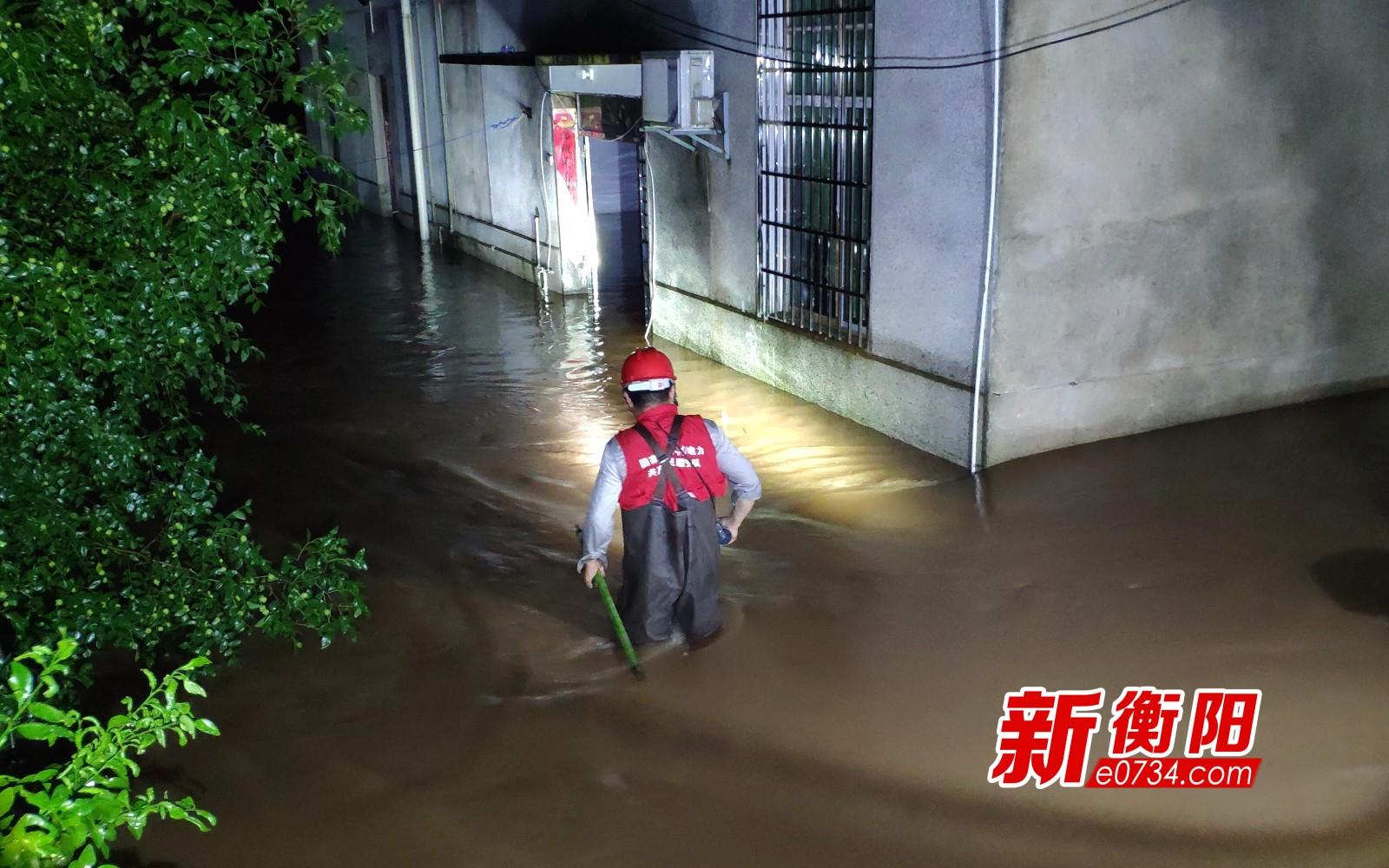 """抗击暴雨袭击 国网衡南供电人闻""""汛""""而动"""