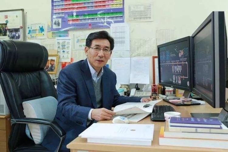 薛其坤:中国科学家要勇担世界责任 | 爱国情 奋斗者