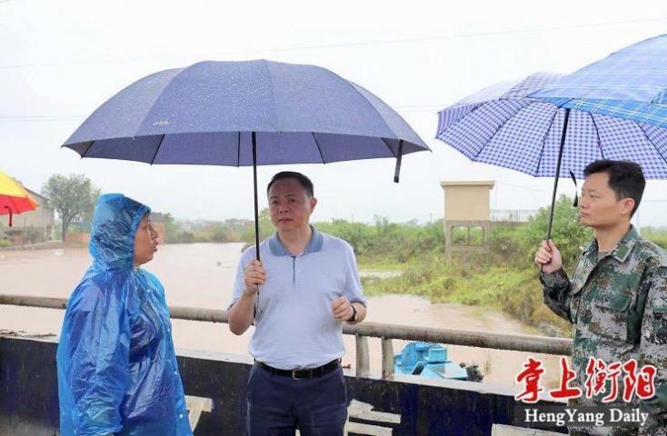 郑建新深入县市指导抗洪救灾