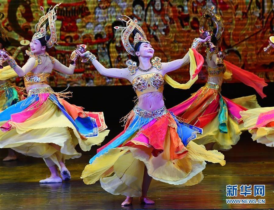 西安上演甘肃肃北乌兰牧骑歌舞