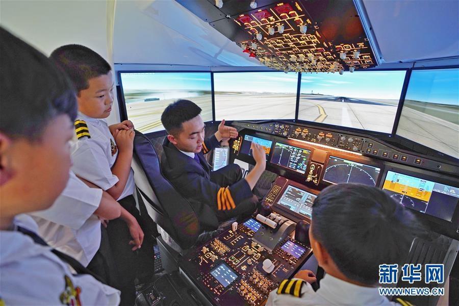 云南昆明舉行航空軍事夏令營