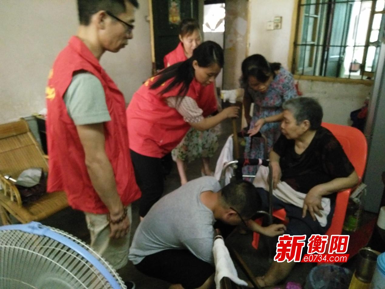 衡阳群众在行动:老人突发疾病  志愿者上门救助