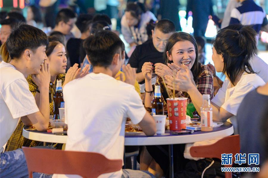 """(經濟)(5)""""夜經濟""""成為中國經濟新興活力源"""