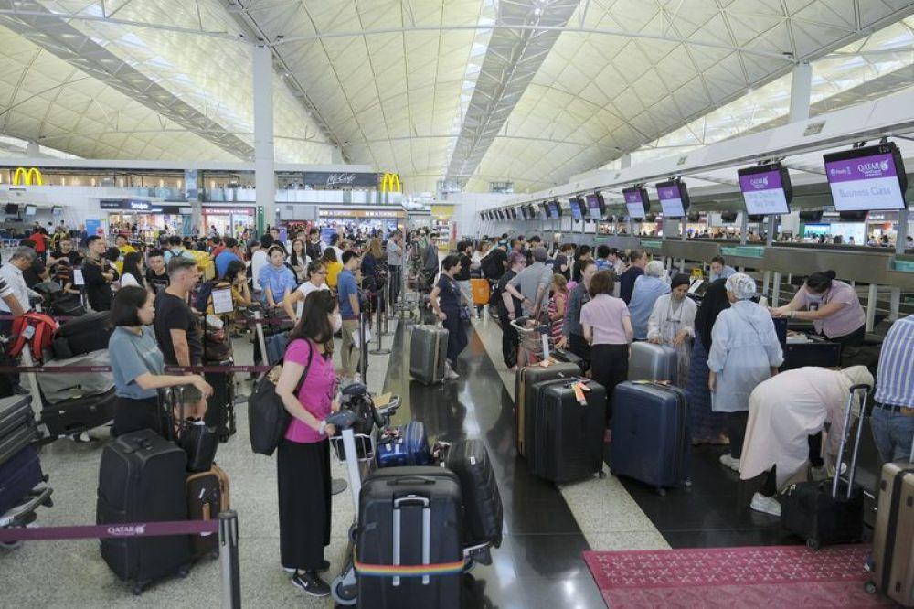 特寫:提訴求請用嘴巴,而不是拳頭——禁制令后香港國際機場見聞