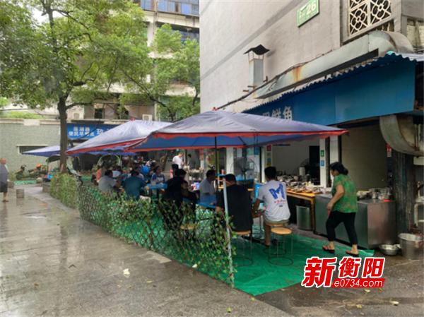 """""""门前三包""""到店 青山街道辖区早餐店""""穿新衣"""""""