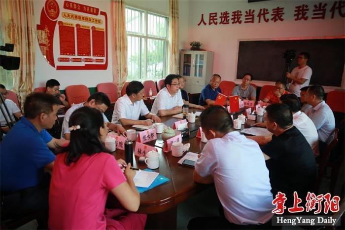 邓群策参加市人大衡阳县代表团第一小组活动并调研扶贫工作