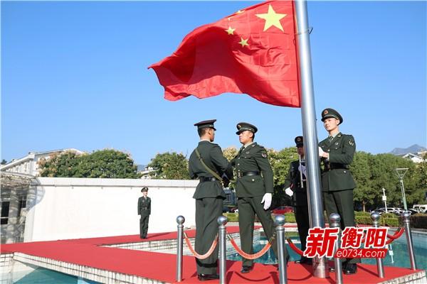 庆祝新中国成立70周年: 南岳区举行升国旗仪式