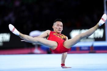 """体操世锦赛:孙炜""""掉杠"""" 中国男队遗憾摘银"""