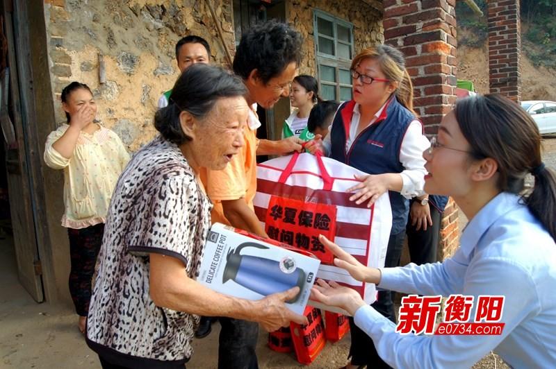我们的节日·重阳:政协委员携爱心企业慰问贫困老人