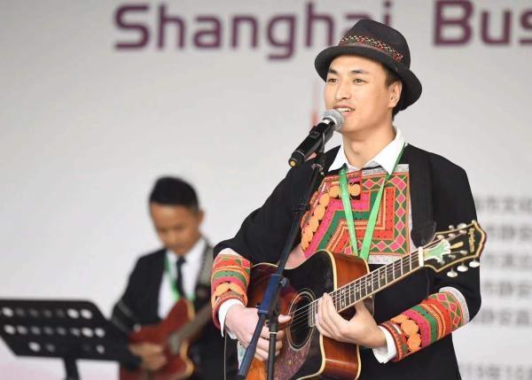 中外街头艺人上海街艺节各展绝技 传统与创新相交融