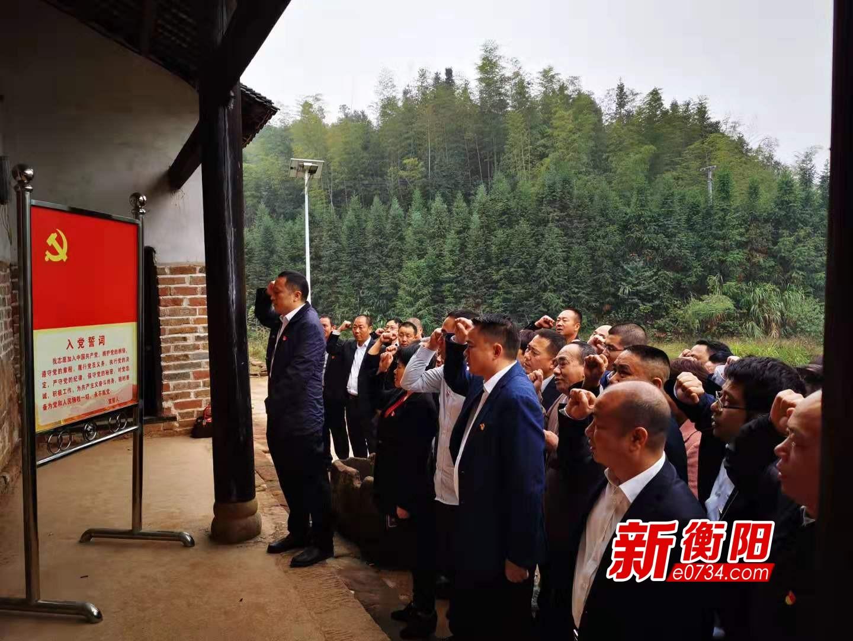 三塘鎮組織黨員干部赴桐梓山根據地舊址開展主題教育