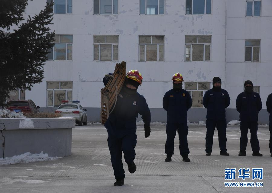 """皚皚白雪中的一抹""""火焰藍""""——走近中國最北消防員"""