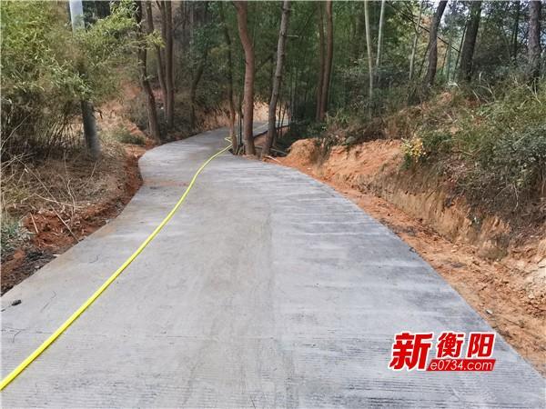 """南岳区打通""""最后一公里""""  公路修到贫困户家门口"""