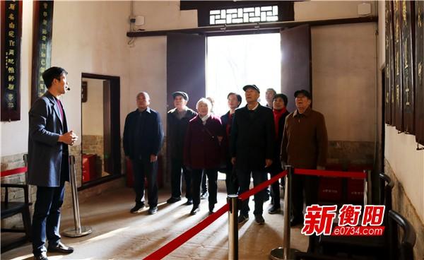 衡阳县组织离退休老同志参观船山文化园和湘西草堂
