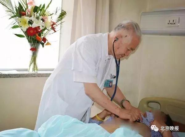 """87岁老院长笑着结束最后一次门诊,""""医生我还没干够……"""""""