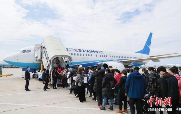 中國民航局兩天內協調47架包機 6200名醫護馳援武漢