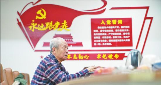 """1月26日晚,黑龍江省大慶市第二醫院退休主任醫師張景道來到大慶市衛健委,遞交""""請戰書"""",請求參戰。"""