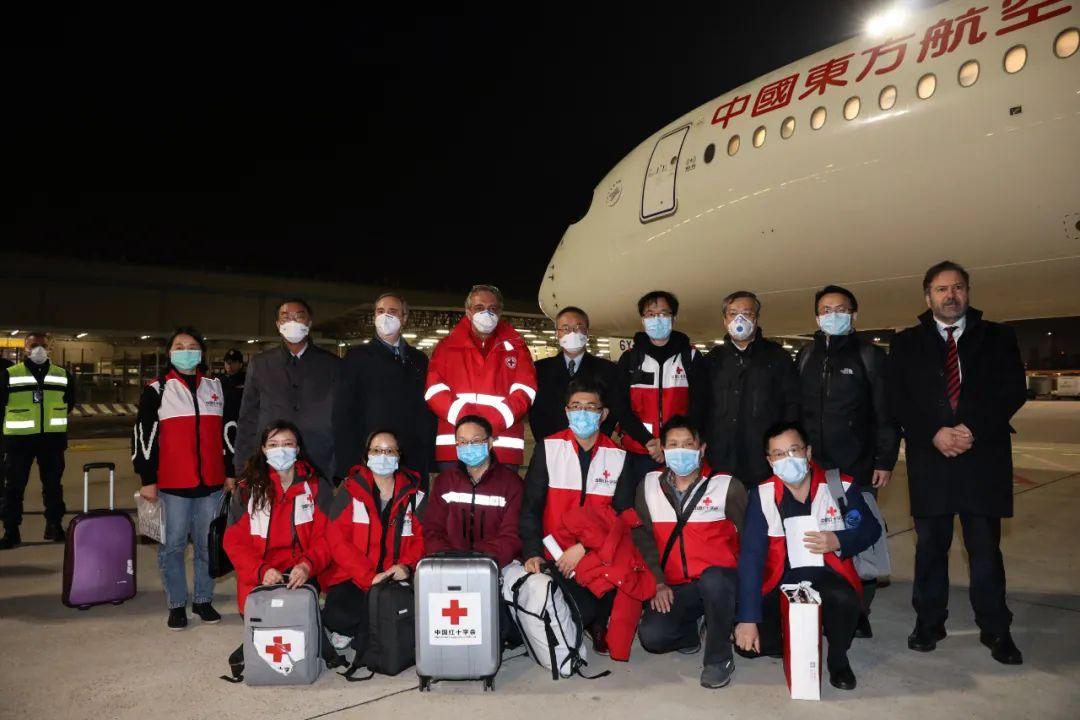 行程满满!中国医疗队走进意大利传染病医院